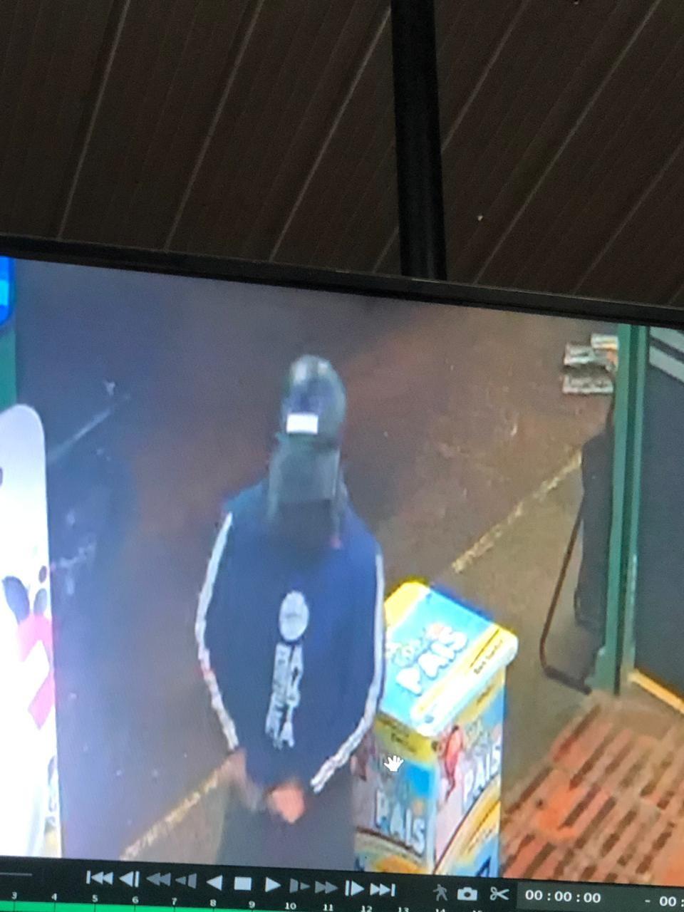 Imagens mostram ação dos criminosos durante o assalto ao Supermercado Real