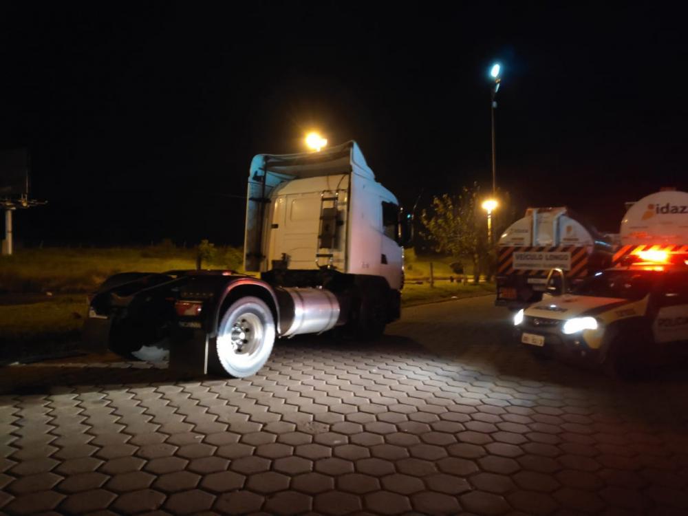 Caminhão com alerta de roubo estava estacionado no pátio do Auto Posto Platina - Foto: Divulgação