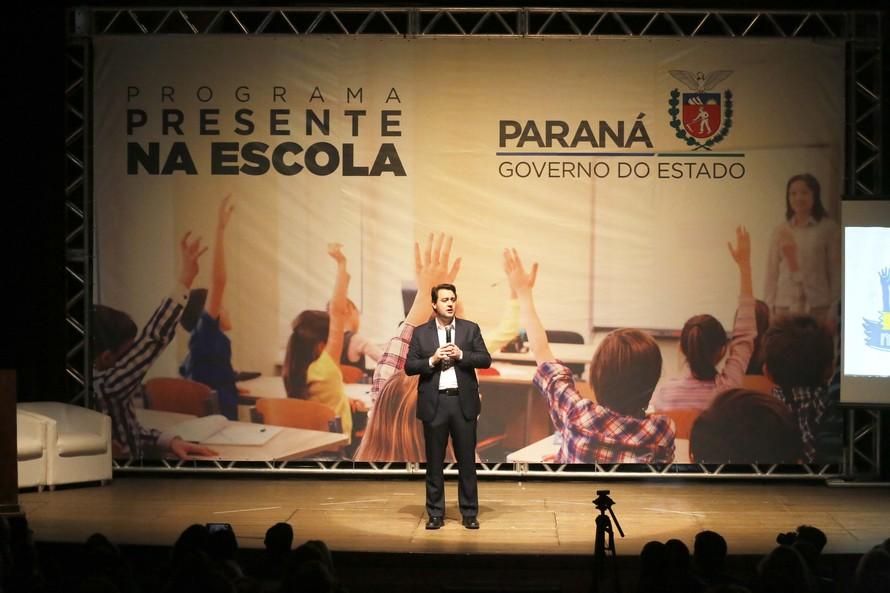 Dados da Secretaria de Estado da Educação mostram que, no ano passado, 89 mil alunos abandonaram a escola no Paraná - AEN