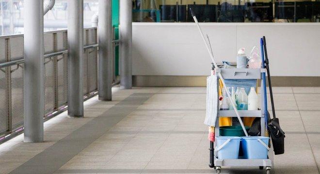 Serviços de terceirização de limpeza estão entre aqueles que aderiram à modalidade do contrato intermitente GETTY IMAGES / BBC NEWS BRASIL