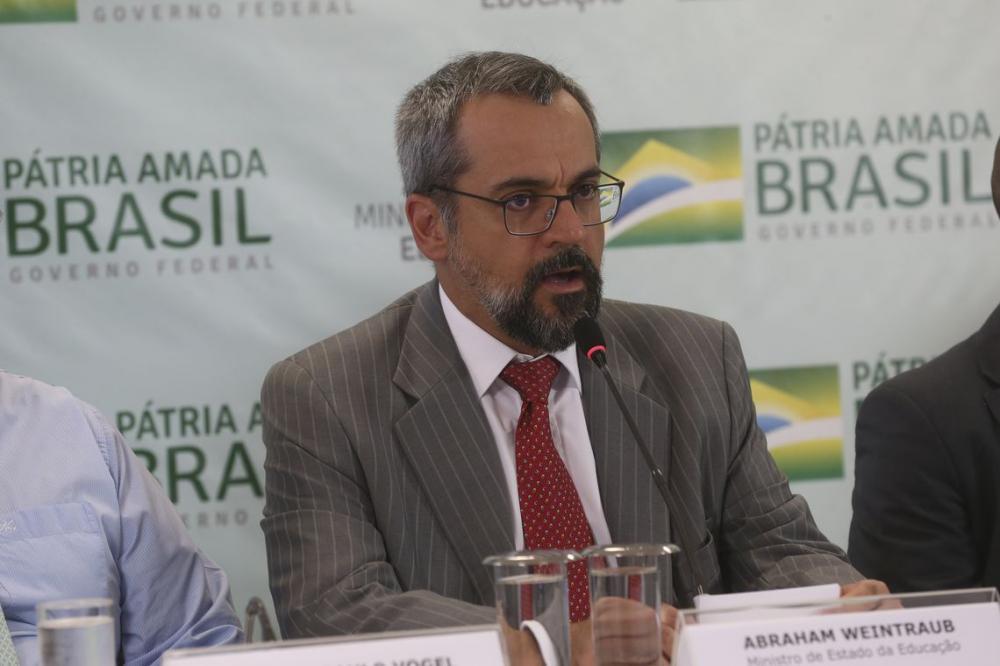 O ministro Abraham Weintraub anunciou hoje (8), em entrevista coletiva, que a pasta tem sofrido ataques cibernéticos há algumas semanas - Foto: Antonio Cruz/ Agência Brasil