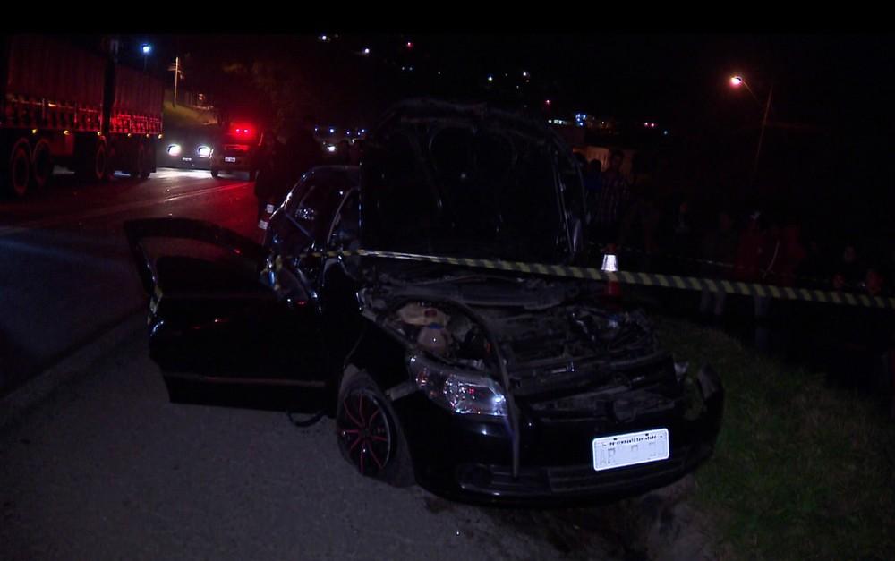 Duas pessoas morreram no local e outra morreu a caminho do hospital, segundo a polícia — Foto: Tony Mattoso/RPC