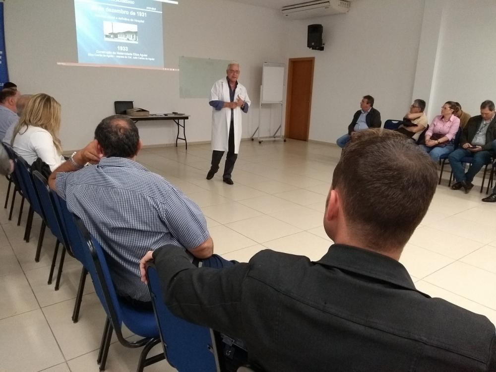 Dr. Nílton, presidente da Santa Casa, pede apoio a prefeitos da Amunorpi - Foto: Lucas Aleixo