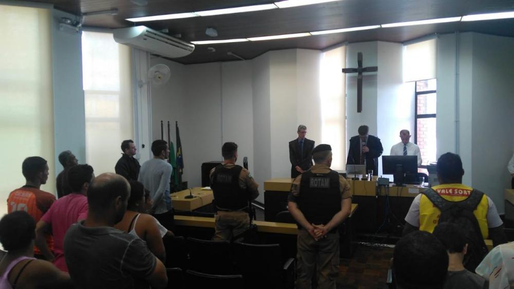 Juiz Julio Cesar Michelucci Tanga anuncia a sentença dos réus - Foto: Junior Queiroz