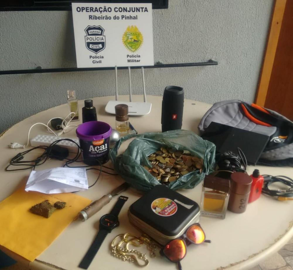Operação prende dois, apreende drogas e recupera produtos furtados em Pinhal