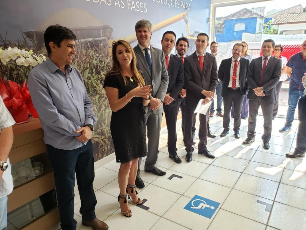 Agência do Santander foi inaugurada na manhã desta sexta-feira (13) em Santo Antônio da Platina - Divulgação