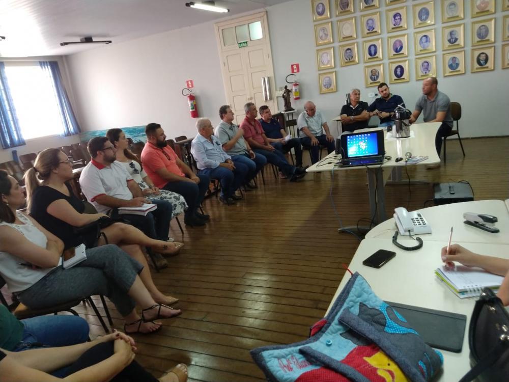 Reunião aconteceu na segunda-feira (16) no Salão Nobre da prefeitura de Ribeirão Claro - Divulgação