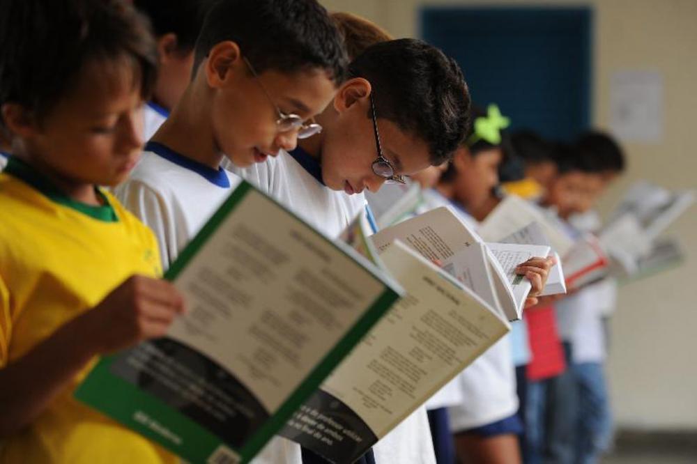 O acompanhamento dos pais é fundamental no período escolar. Marcello Casal Jr/Agencia Brasil