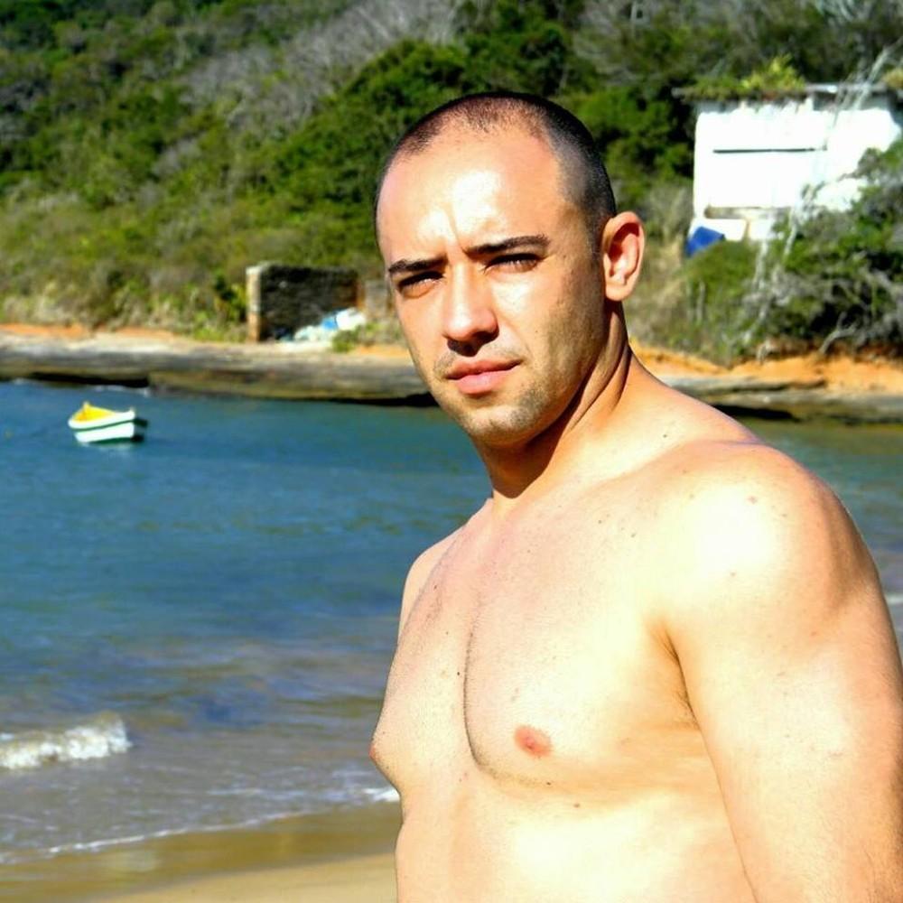 Fellipe Brasileiro tinha 34 anos e foi baleado durante uma operação no Complexo do Alemão, na Zona Norte do Rio — Foto: Reprodução/Facebook