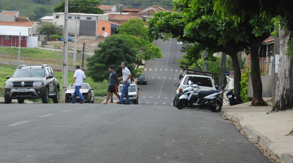 Elielton Pereira foi preso na casa de sua irmã no Conjunto Álvaro de Abreu - Foto: Antônio de Picolli