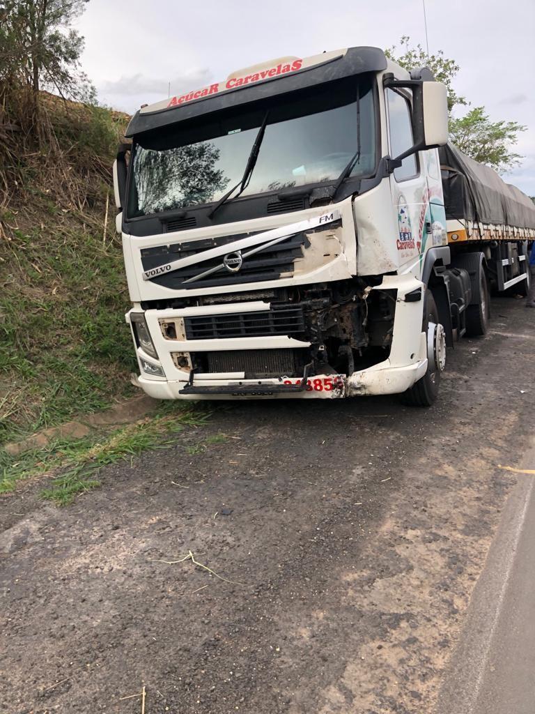 Motociclista morre em colisão com caminhão na PR-092