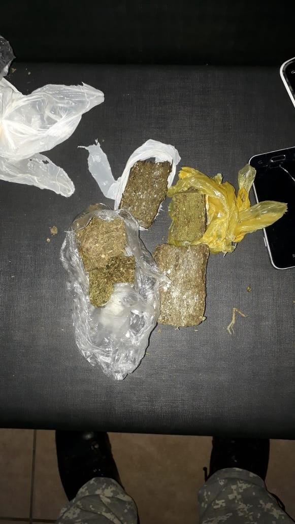 Depen intercepta droga, celulares e objetos arremessados na cadeia de Santo Antônio