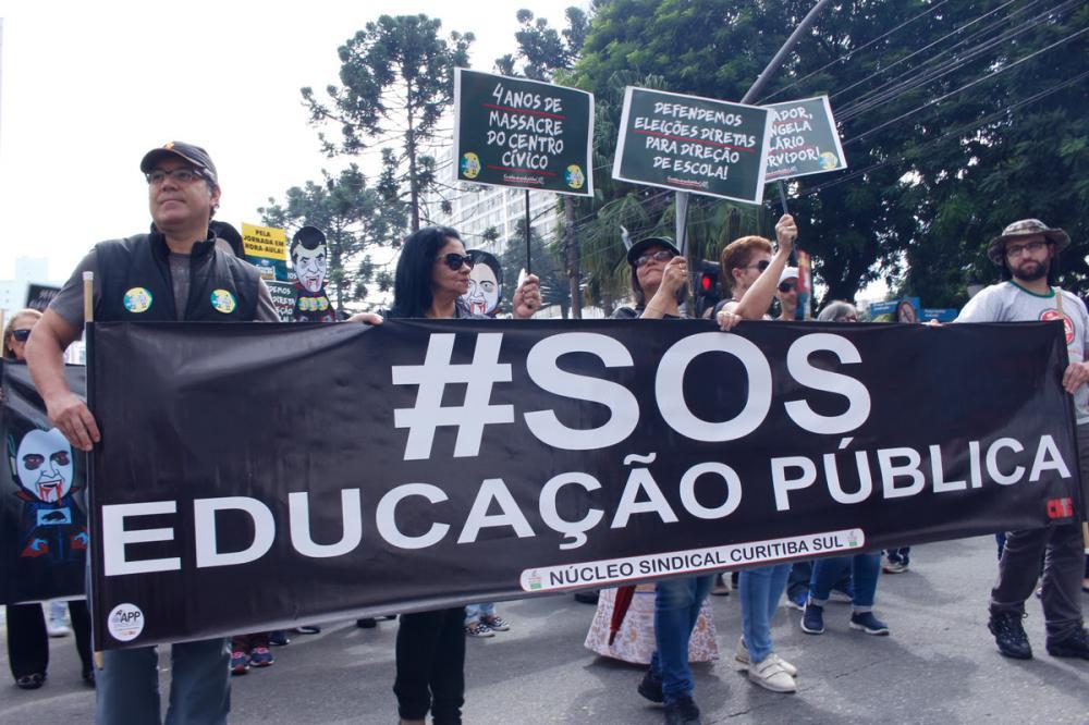Professores durante protesto por melhores condições de trabalho - Arquivo/APP-Sindicato