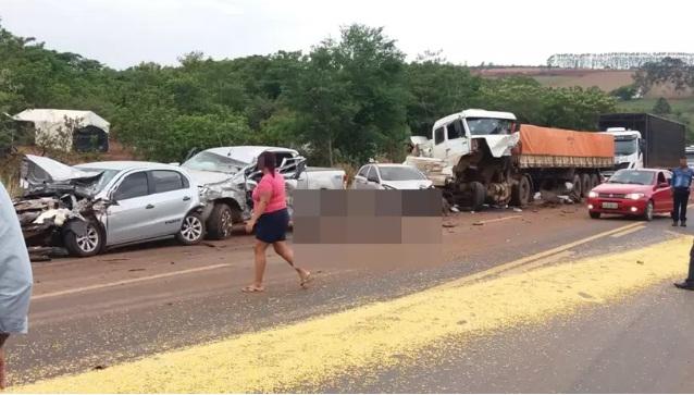 Duas pessoas morreram em acidente na GO-174, em Montividiu (GO) - Leitor | Mais Goiás