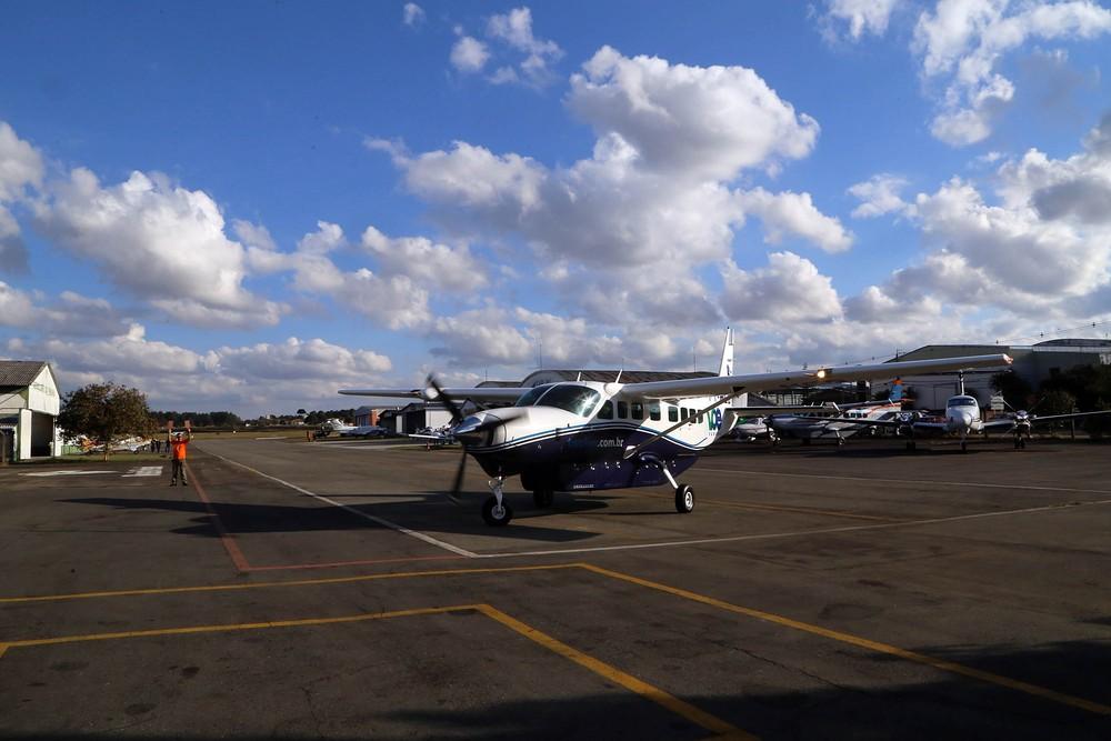 Aeronaves utilizadas no programa têm capacidade para 12 passageiros — Foto: Gilson Abreu/AEN