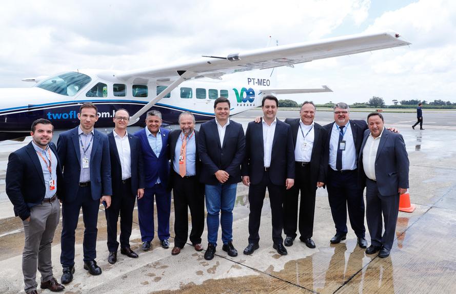 Governador Ratinho Junior acompanhou os primeiros voos e destacou que o programa vai agilizar o desenvolvimento do Estado - AEN