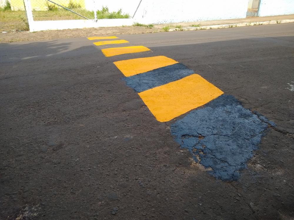 Moradores reclamam da qualidade da tinta usada pela prefeitura para pintar faixas e lombadas - Antônio de Picolli