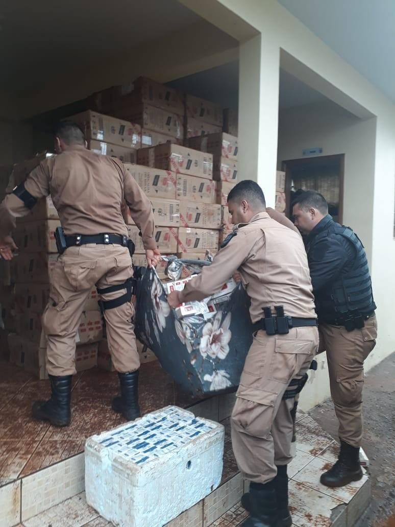 Durante buscas por foragido, PM encontra carga de cigarro do Paraguai avaliada em R$ 325 mil