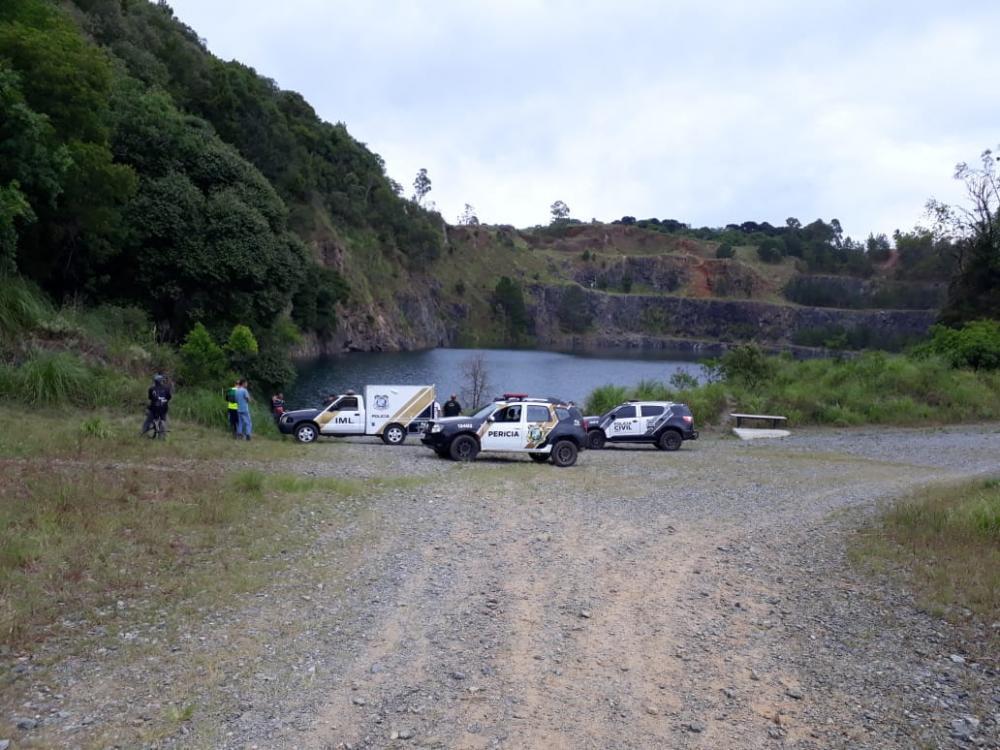 Corpo foi localizado pelos bombeiros nesta tarde (Foto: Djalma Malaquias – Banda B)