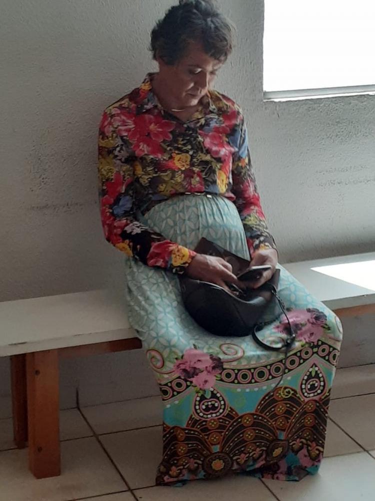 Suspeito estava maquiado e usava saia longa para tentar se passar pela mãe em prova do Detran — Foto: Divulgação/PM