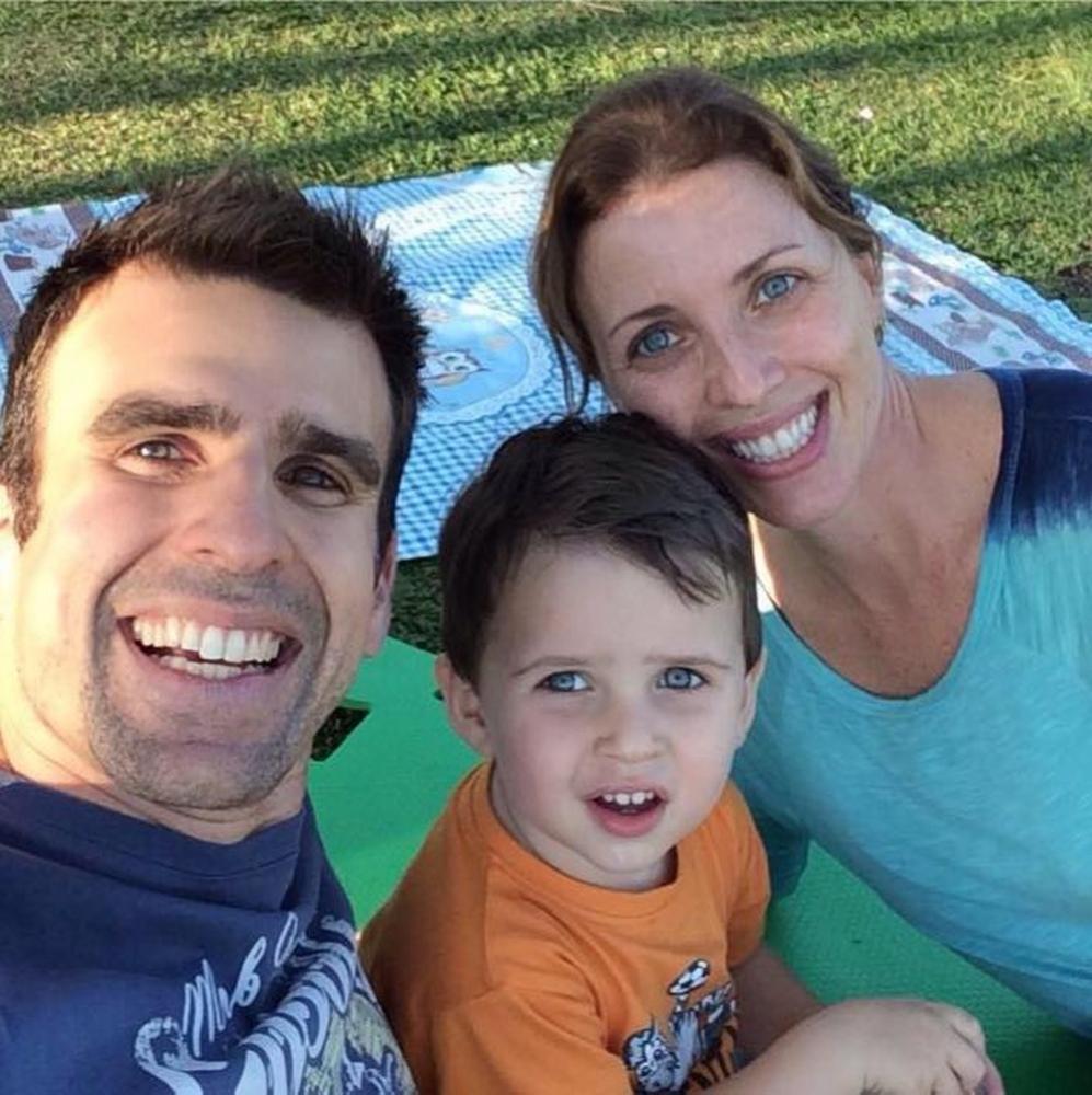 Jornalista Mendel Bydlowski estava passeando com a família em Guarujá, quando filho mais velho caiu do 5º andar e morreu — Foto: Reprodução/Facebook
