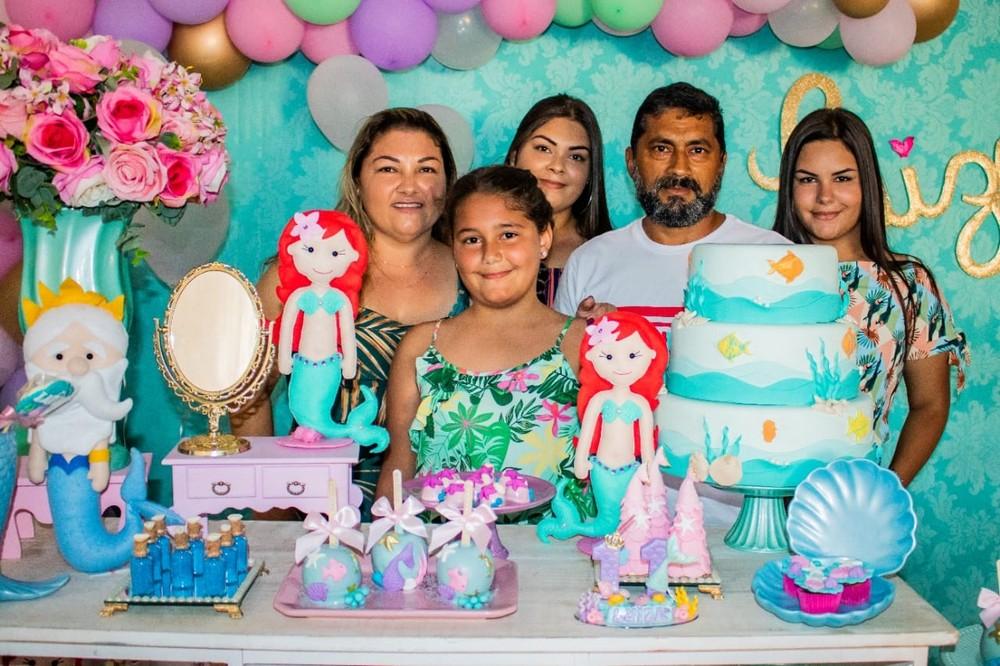 Família morreu após acidente na BR-116, na ordem: Érika, Luiza, Izabela, Afonso e Maria Eduarda — Foto: Arquivo da Família