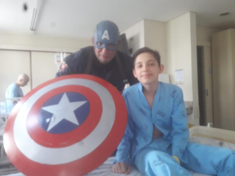 Adrian durante o tratamento em Curitiba – Foto: Arquivo família