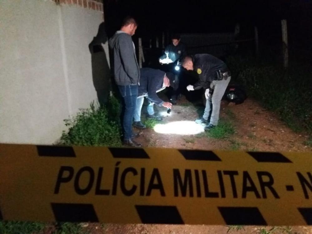 Local do crime foi isolado pela PM – Foto Colaboração Banda B