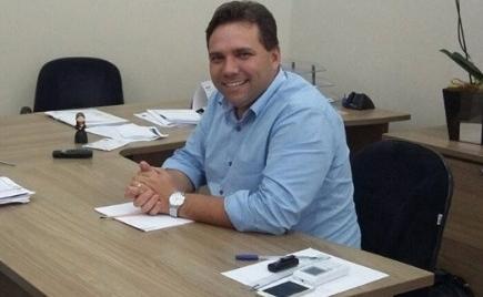 O prefeito Antonely Carvalho afirmou que a antecipação é uma forma de responsabilidade com os funcionários - Divulgação
