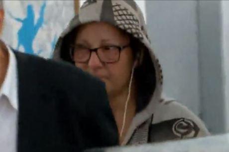 VANESSA TIBCHERANI AO DEIXAR DELEGACIA EM SÃO PAULO (FOTO: REPRODUÇÃO RECORD TV)