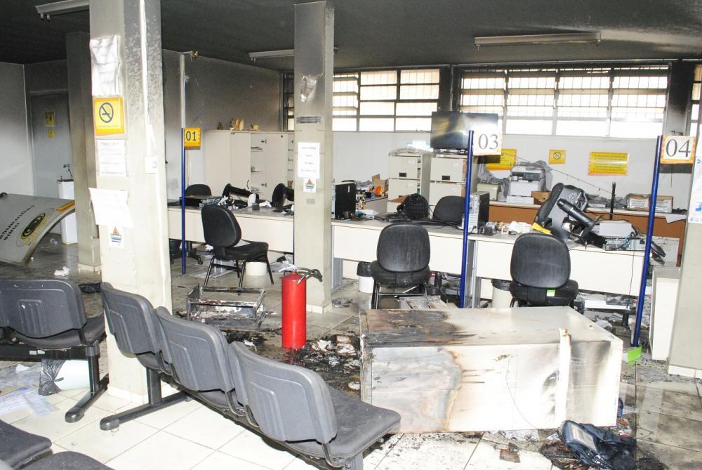 Prédio da 44ª Ciretran foi destruído pelos presos durante a rebelião na cadeia pública local - Foto: Antônio de Picolli