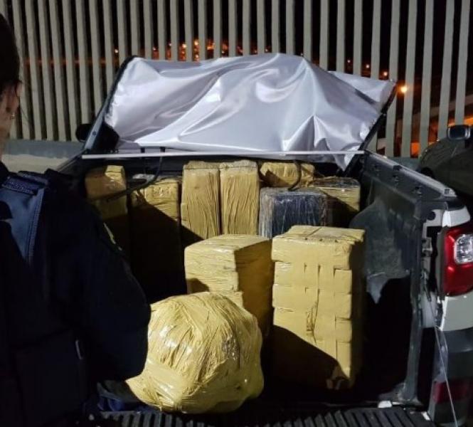 Picape roubada em São Paulo transportava 321 kg de maconha - Divulgação/PRF