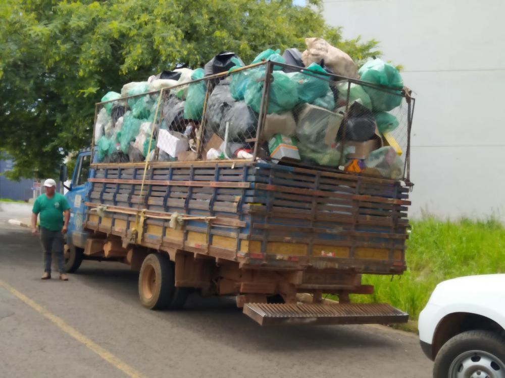: Prefeitura recolheu 18 caminhões de lixo e entulho durante o mutirão no fim de semana - Divulgação