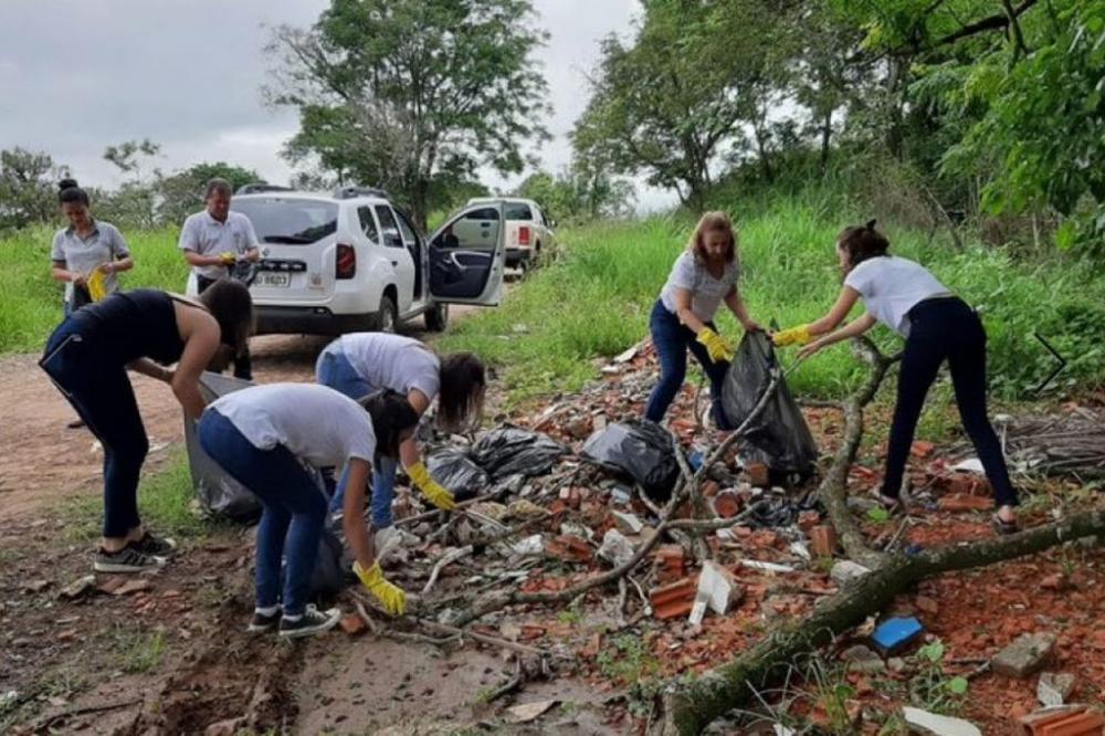 Até funcionários do IAT de Jacarezinho fizeram mutirão para evitar a proliferação do aedes - Foto: Portal da Cidade de Jacarezinho
