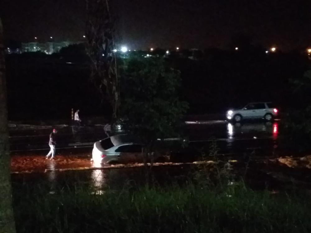 Chuva causa estragos em Santo Antônio da Platina