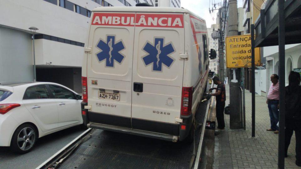 Ambulância fundiu o motor na primeira viagem, após dois meses na oficina ao custo de R$ 12,8 mil - Marcelo Borges – Banda B