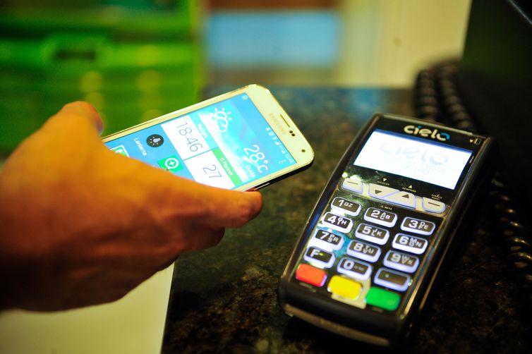 Maioria dos bancos brasileiros já oferece serviço de pagamento com o QR code - Marcello Casal jr/Agência Brasil