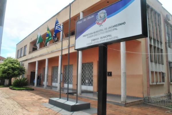Professores vão protestar diariamente na frente da Prefeitura de Jacarezinho - Antônio de Picolli/Arquivo