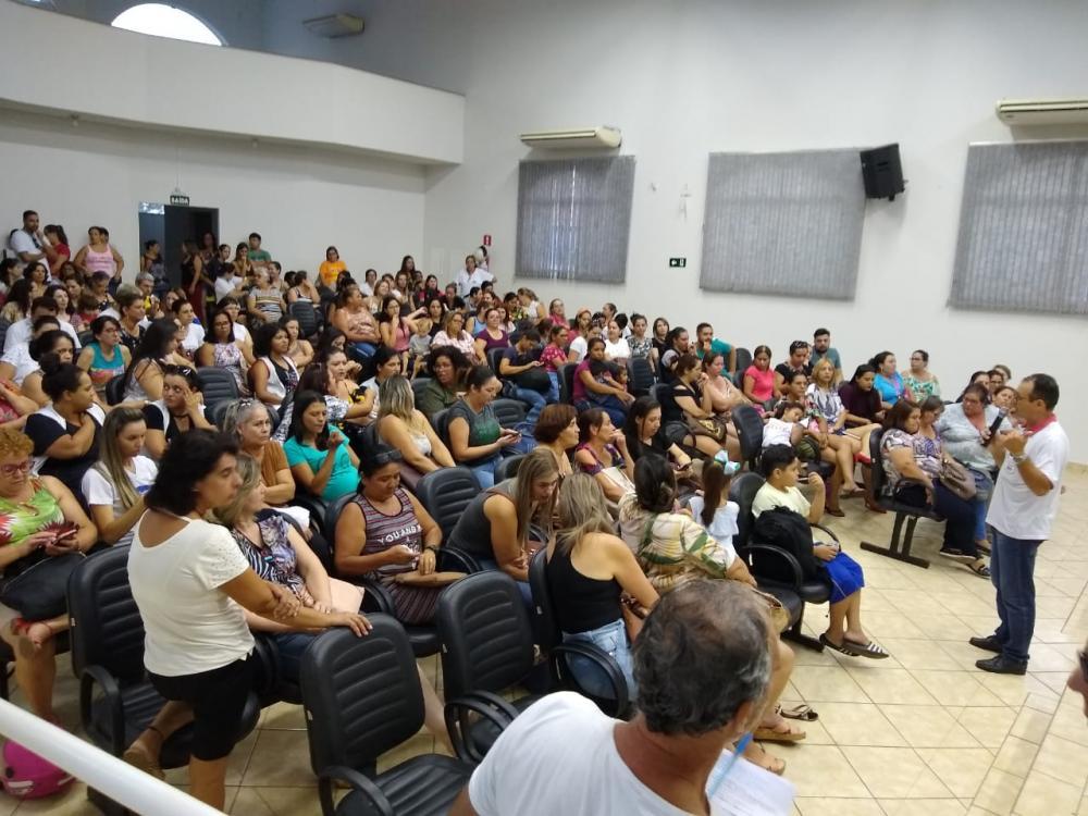 sembleia dos professores aconteceu na tarde desta quinta-feira na Câmara de Vereadores - Foto: Antônio de Picolli