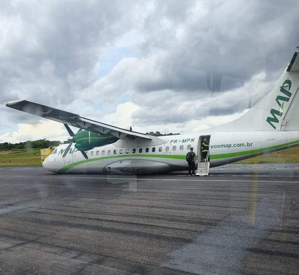 Avião faz pouso de barriga no aeroporto de Manaus e voos são suspensos — Foto: Reprodução/redes sociais