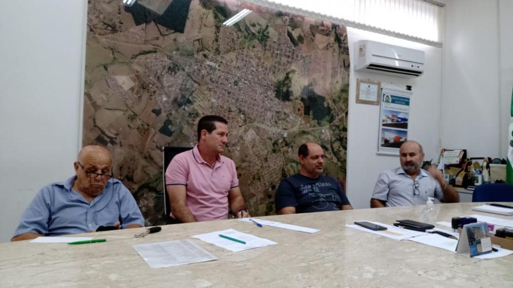 Reunião na manhã desta sexta-feira na prefeitura decidiu pelo fechamento do comércio em Santo Antônio da Platina - Foto: Junior Queiroz