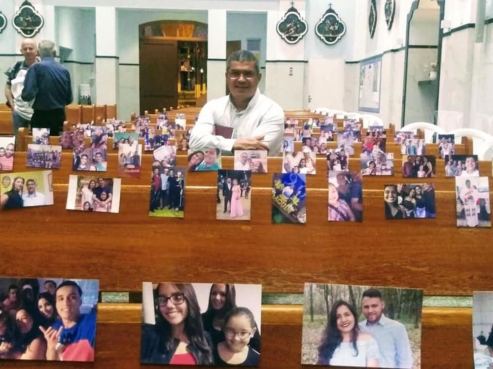 Paróquia de Quintana decora bancos com fotos de fiéis para celebrar missa à distância — Foto: Arquivo pessoal/Allyson Saulo Cabrini