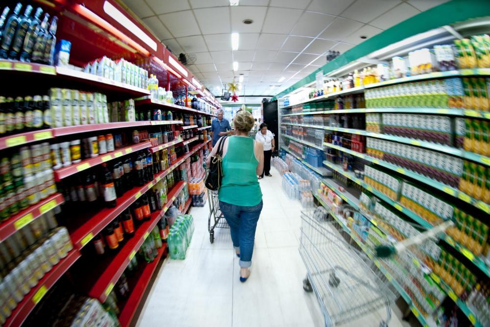 Cerca de 80% dos consumidores só têm comprado o essencial