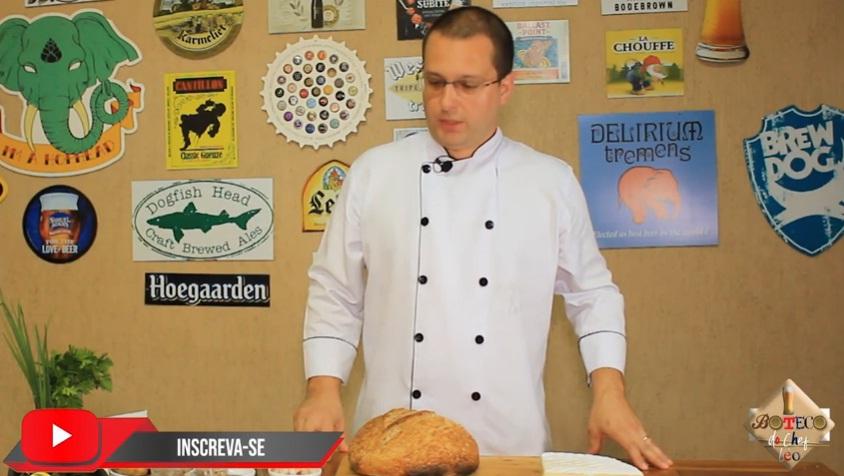 Pão rústico com queijo brie harmonizado com cerveja Baden Baden red ale