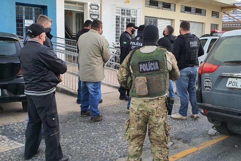 Operação para prender a dupla contou com mais de 20 policiais. (Divulgação / Polícia Civil)