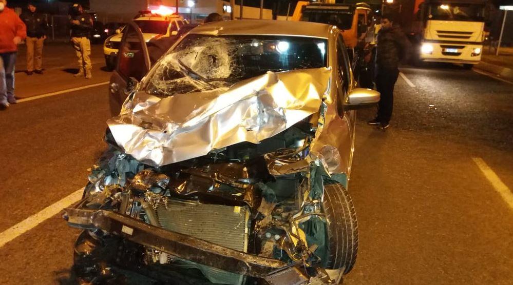 Carro e caminhão se envolvem em acidente e motorista foge