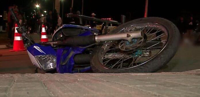 Casal sofre acidente de moto e motorista morre no local, entre Pinhais e Curitiba