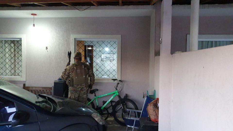 Operação da PC mira quadrilha que matou casal e atirou em filho no litoral do Paraná