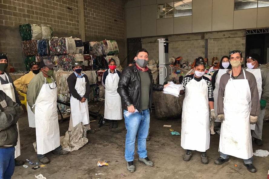 2,1 mil máscaras são entregues a 29 associações de recicláveis