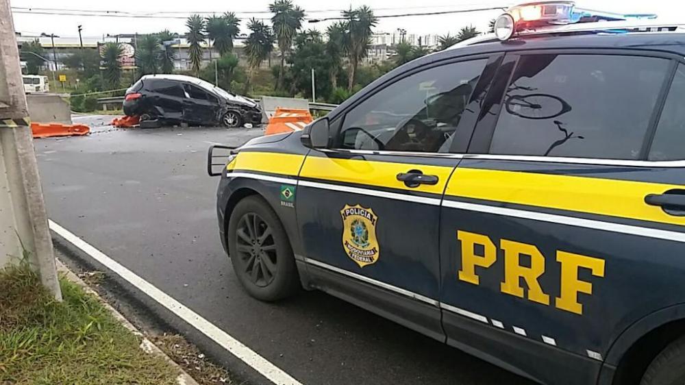 Mulher morreu após acidente próximo ao Trevo do Atuba. (Divulgação/PRF)